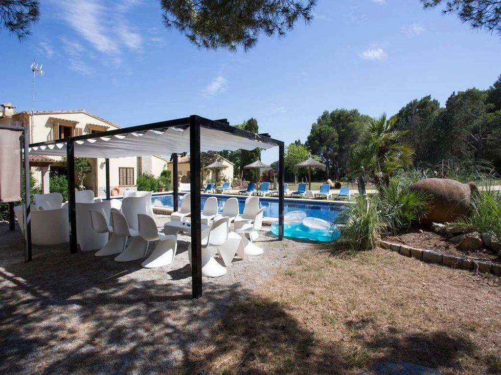 Villa & Pool 2